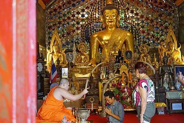 thailand temple etiquette
