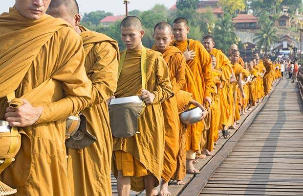 dealing with monks in thailand