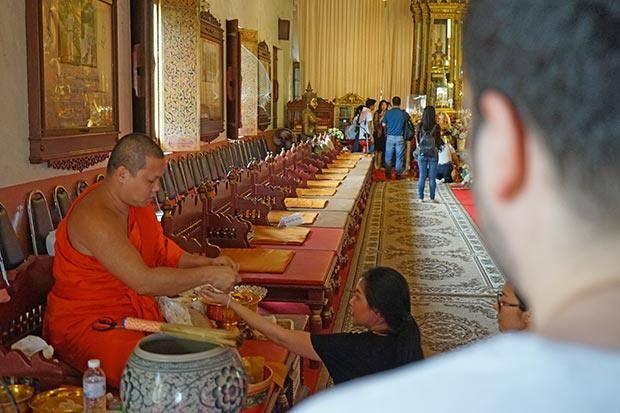thailand temple behaviour