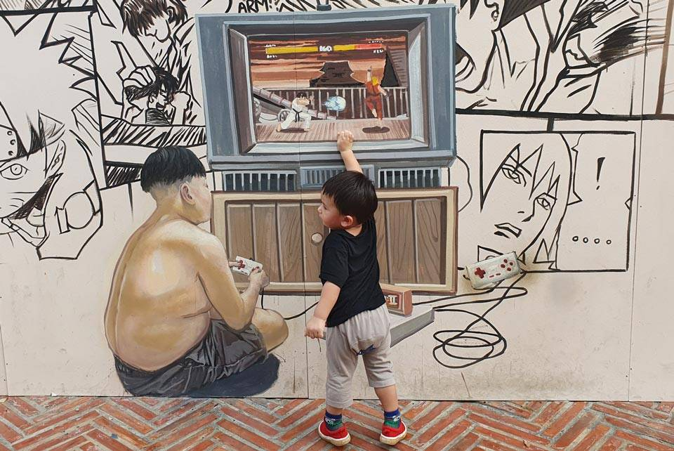 kid and street art bangkok