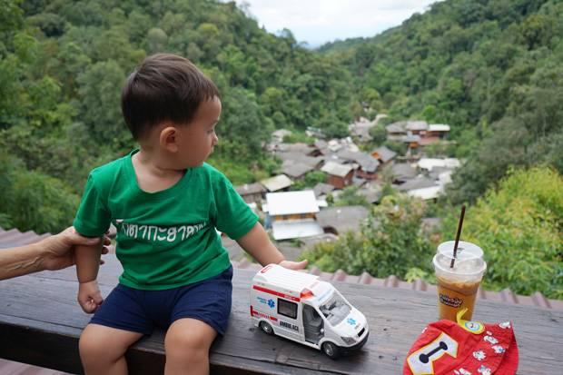 singto enjoys mae kampong