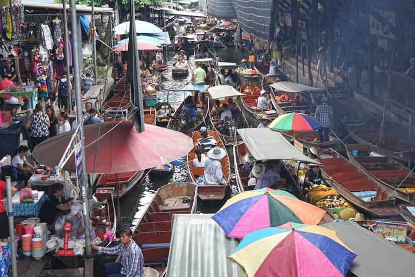 damnoen saduak market thailand