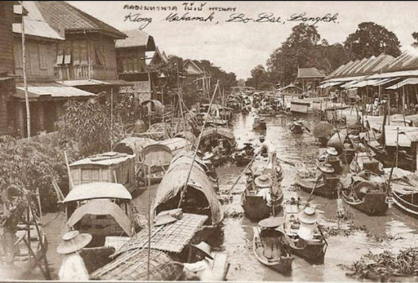 history of floating markets