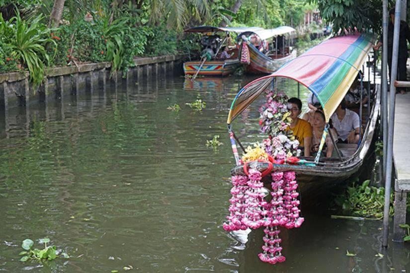 floating market boat