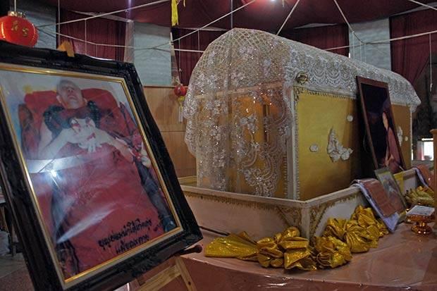 wat samphran coffin