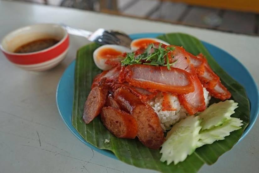 thai food floating market