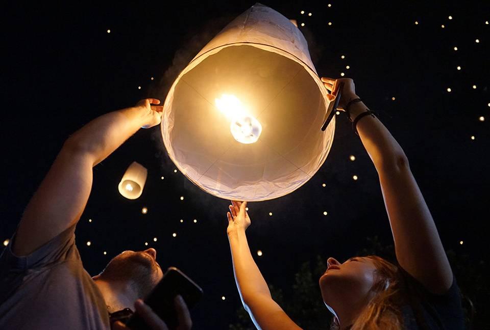 flying lanterns chiang mai