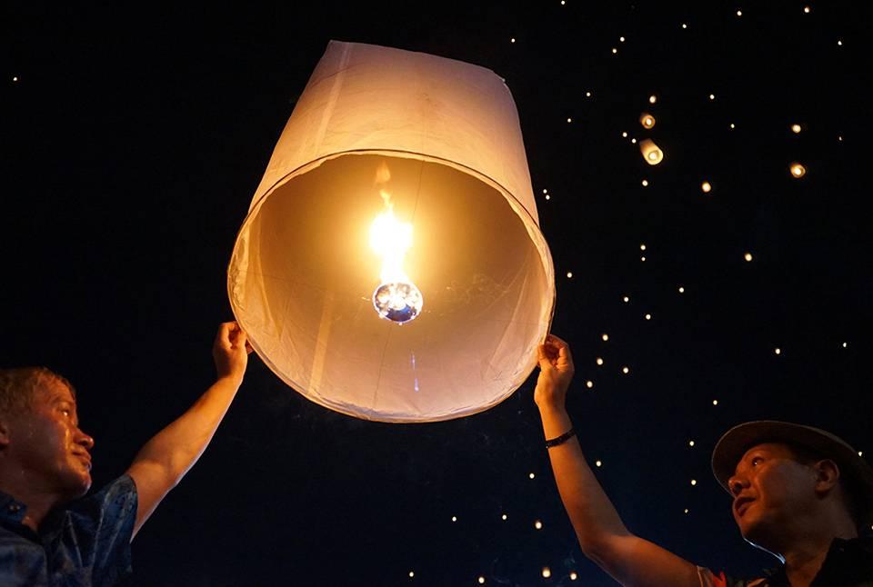 flying lanterns festival