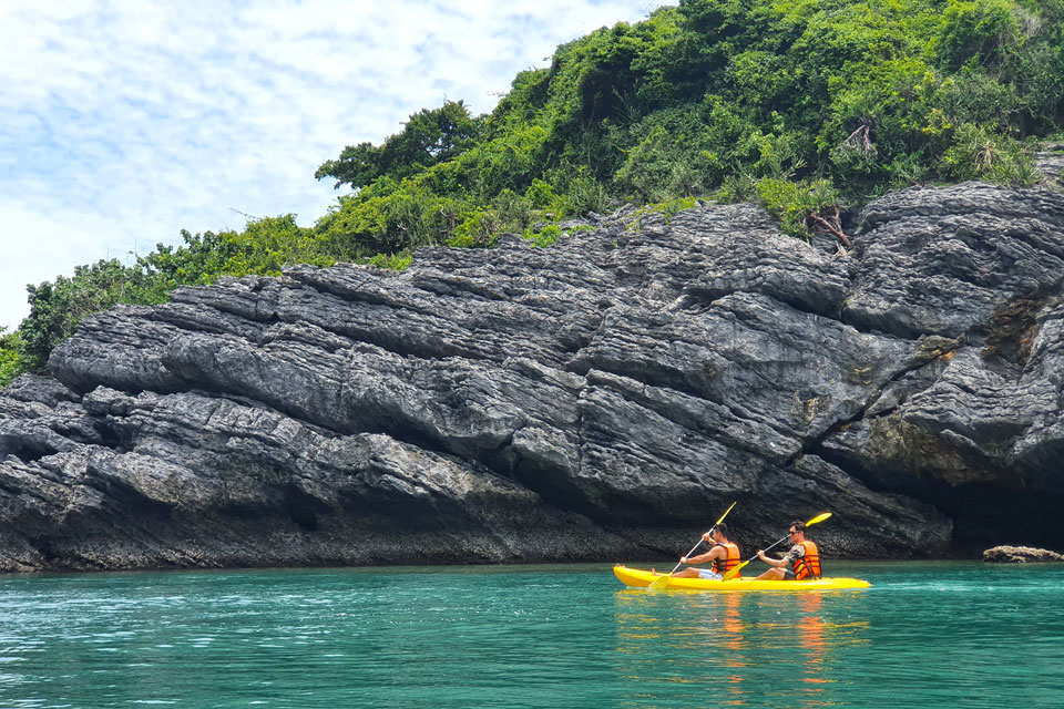 kayaking in Ang Thong