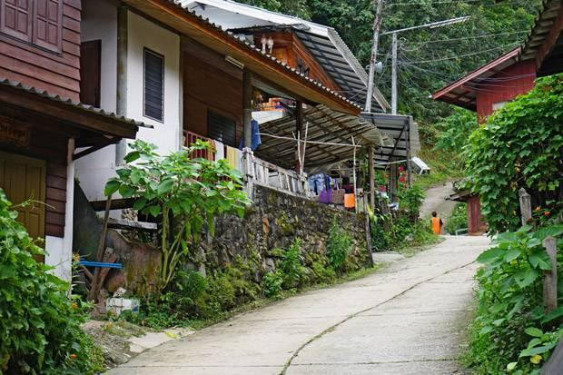 quiet street mae kampong
