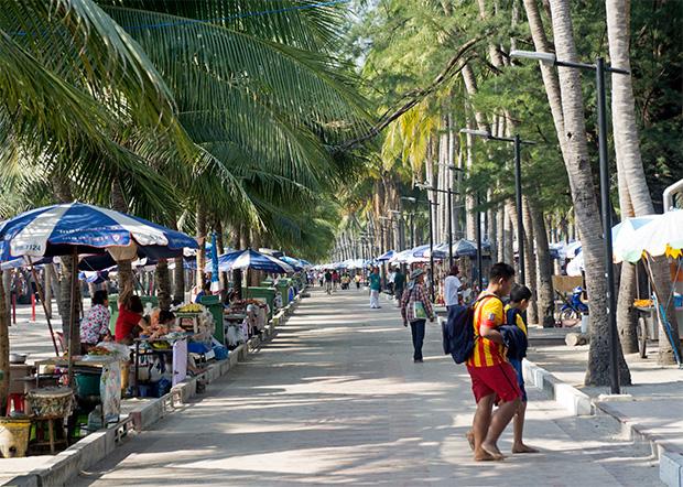 bang saen street market
