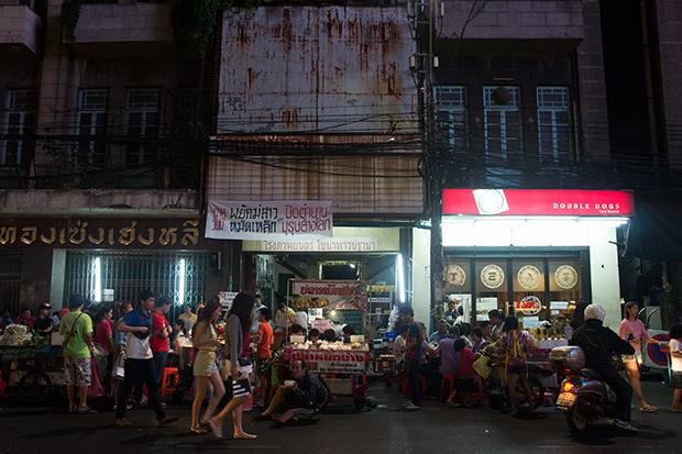 bangkok chinatown shops by night