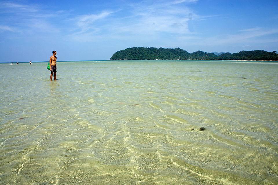 Koh Phayam: beach, surfing, fishing and boating in a beautiful Thai island