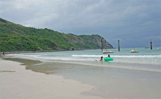 peaceful beach koh larn