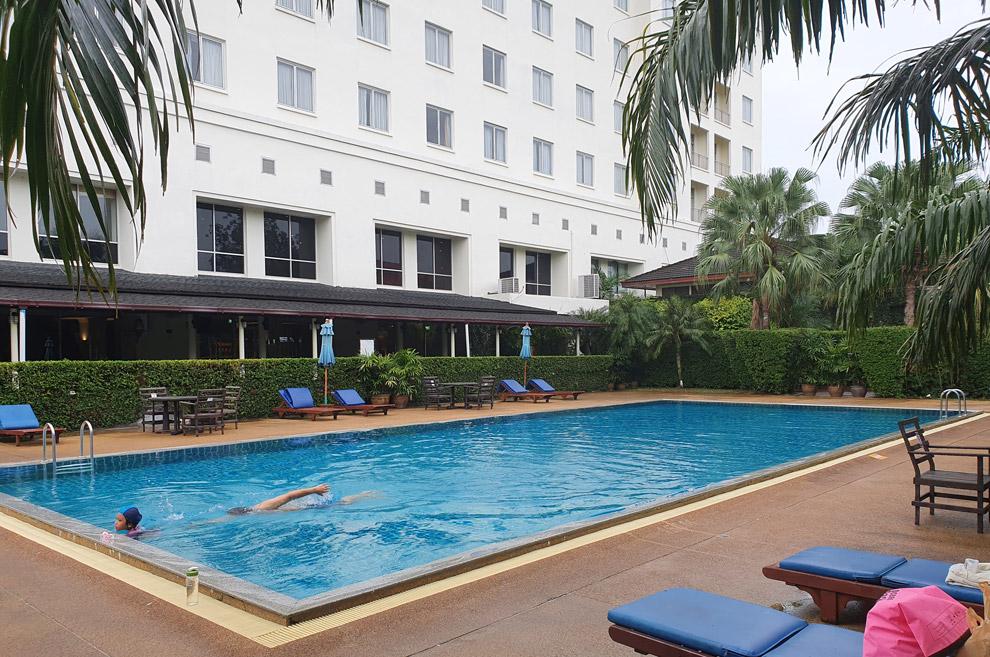 Tinaidee Hotel swimming pool